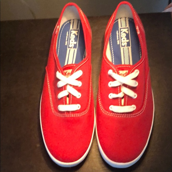 Keds 9.5 red NEW